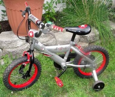 "Boy's Avigo Air Strike 14"" Red/Silver Bike w/Training Wheels .. good condition"