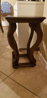 Cute decorative side table, excellent condition