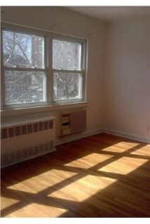 Woodhaven - Large Apartment With 2 Bedrooms And Closets.