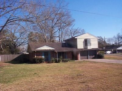 4 Bed 3 Bath Foreclosure Property in Sulphur, LA 70663 - S Post Oak Rd