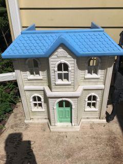 Little tikes American girl doll house or Barbie house