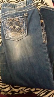 skinny short jeans size 9 can fit a 8