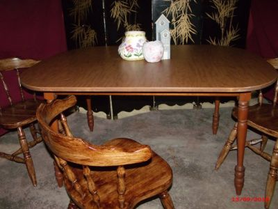 Oval Table and Chairs $55 Adel