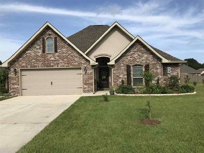 Gorgeous 3 Bedroom Home In Woodmont Subdivision