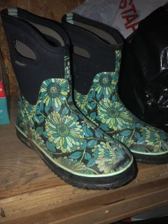 Bogg Boots - Women s size 8