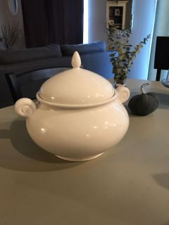 Soup/ serving bowl with lid