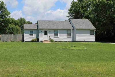 16551 2750 N Rd. E Danville Three BR, great location on the edge