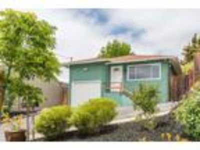 Delightful Lincoln Heights Bungalow