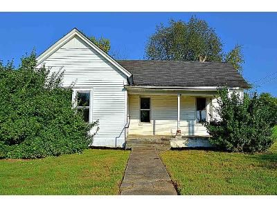 2 Bed 1 Bath Foreclosure Property in Smiths Grove, KY 42171 - Beeler Ave