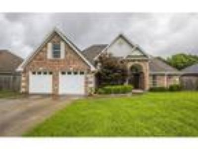 Three BR, Two BA, 1,977 sqft single family house in Rogers
