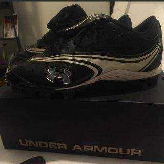 Under Armour Women s cleats