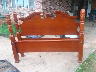 Queen bed fame very nice perfect condition
