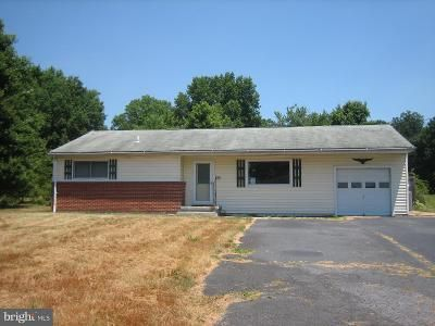 3 Bed 1.5 Bath Foreclosure Property in Elkton, MD 21921 - Blue Ball Rd
