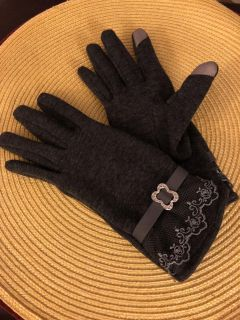Smart Phone Gloves - gorgeous! IPhone Gloves.