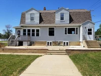 4 Bed 1 Bath Foreclosure Property in Dickinson, ND 58601 - 1st St W