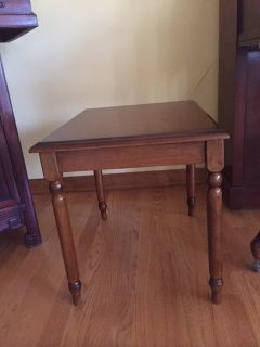 BEAUTIFUL! SOLID WOOD END TABLE
