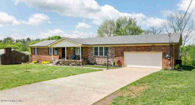 197 Tammy Ln SHEPHERDSVILLE Three BR, SPRAWLING BRICK RANCH WITH
