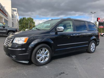 2008 Chrysler Town & Country Limited (Black)