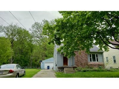 2 Bed 1.0 Bath Preforeclosure Property in Toledo, OH 43613 - Leamington Ave