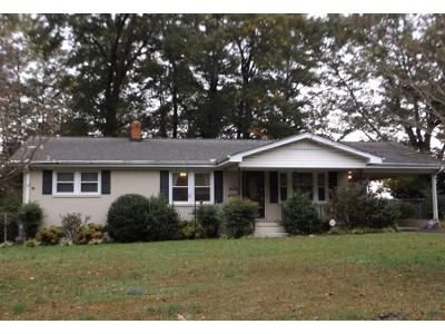 3 Bed 1.5 Bath Preforeclosure Property in Greenville, SC 29611 - Banner Dr