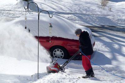 Toro SnowThrower & Coleman 100Ft Low Temperature Cord