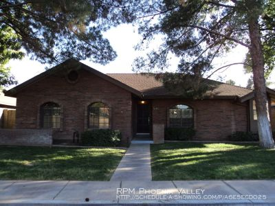 Beautiful 3 bed/ 2 bath in the highly desired Lowe Estates!!!