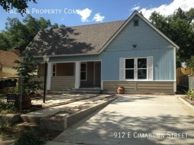 Beautiful 3 bedroom/1 Bath home located close to downtown Colorado Springs!