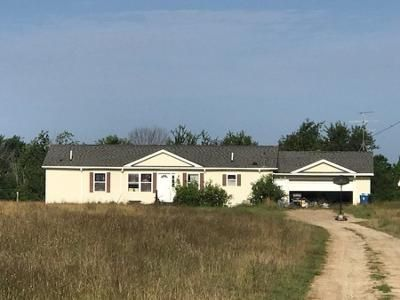 3 Bed 2 Bath Foreclosure Property in Fennville, MI 49408 - 55th St