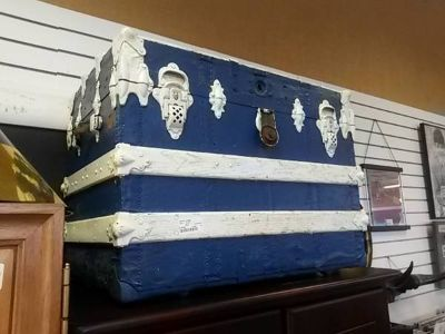 Blue and White Trunk