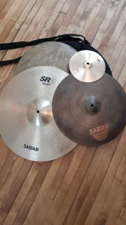4 cymbals with carrying case with shoulder strap