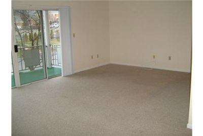 Lexington - superb Apartment nearby fine dining. Single Car Garage!