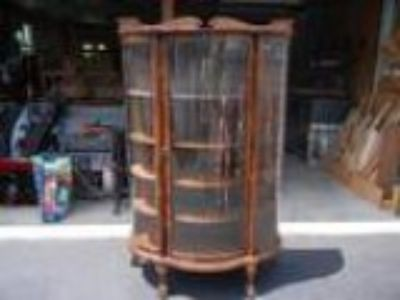 ANTIQUE OAK CURVED GLASS CURIO CABINET This is an antique oak cu