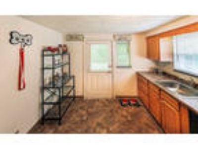 Governors Ridge Apartments - Two BR, One BA 850 sq. ft. (Buchanan)