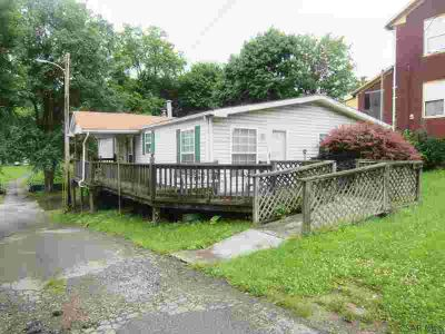 1025 Bedford Street Johnstown, Convenient 1 floor living in