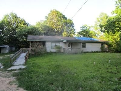 3 Bed 2 Bath Foreclosure Property in Silsbee, TX 77656 - Pine Park Rd