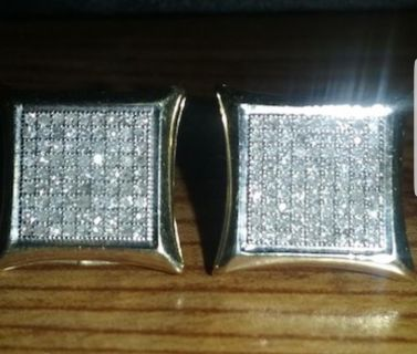 New condition 10k solid diamond 0.5 earrings