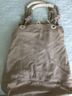 David and Scotti Linen bag. Key chain and mirror inside. Multiple compartments inside