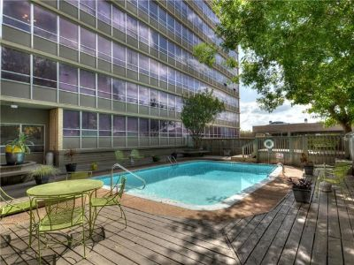 $800, Private bed  bath DowntownUT area