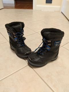 Boys size 11 Totes insulated winter snow boots