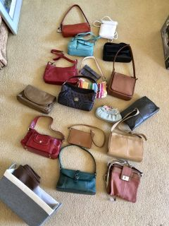 Huge lot of purses. Must pick up today or tomorrow.