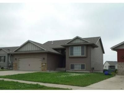 2 Bed 2 Bath Foreclosure Property in Sioux Falls, SD 57106 - W Grinnell Cir