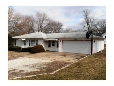 3 Bed 1 Bath Foreclosure Property in Creve Coeur, IL 61610 - S Stewart St