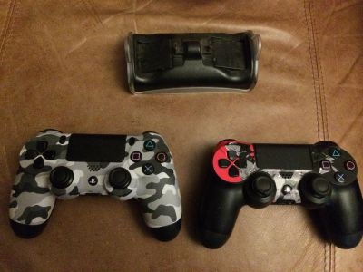 PS4 Controllers & Charger