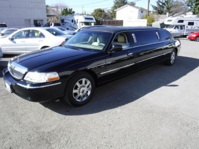 2008 Lincoln Town Car Limo