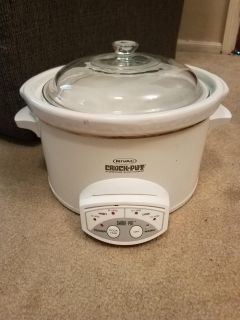 11 INCH RIVAL CROCK POT, WITH EXTRA GLASS LID, EXCELLENT CONDITION, SMOKE FREE HOUSE