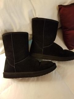 Boots similar to Uggs - SZ 6