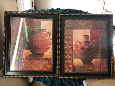 2 decorative hanging pics