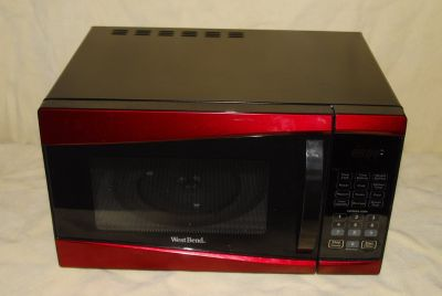 West Bend 900w Microwave Oven