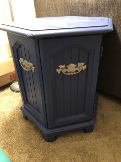Solid wood end table with storage