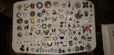 BROCHES AND PINS COLLECTION